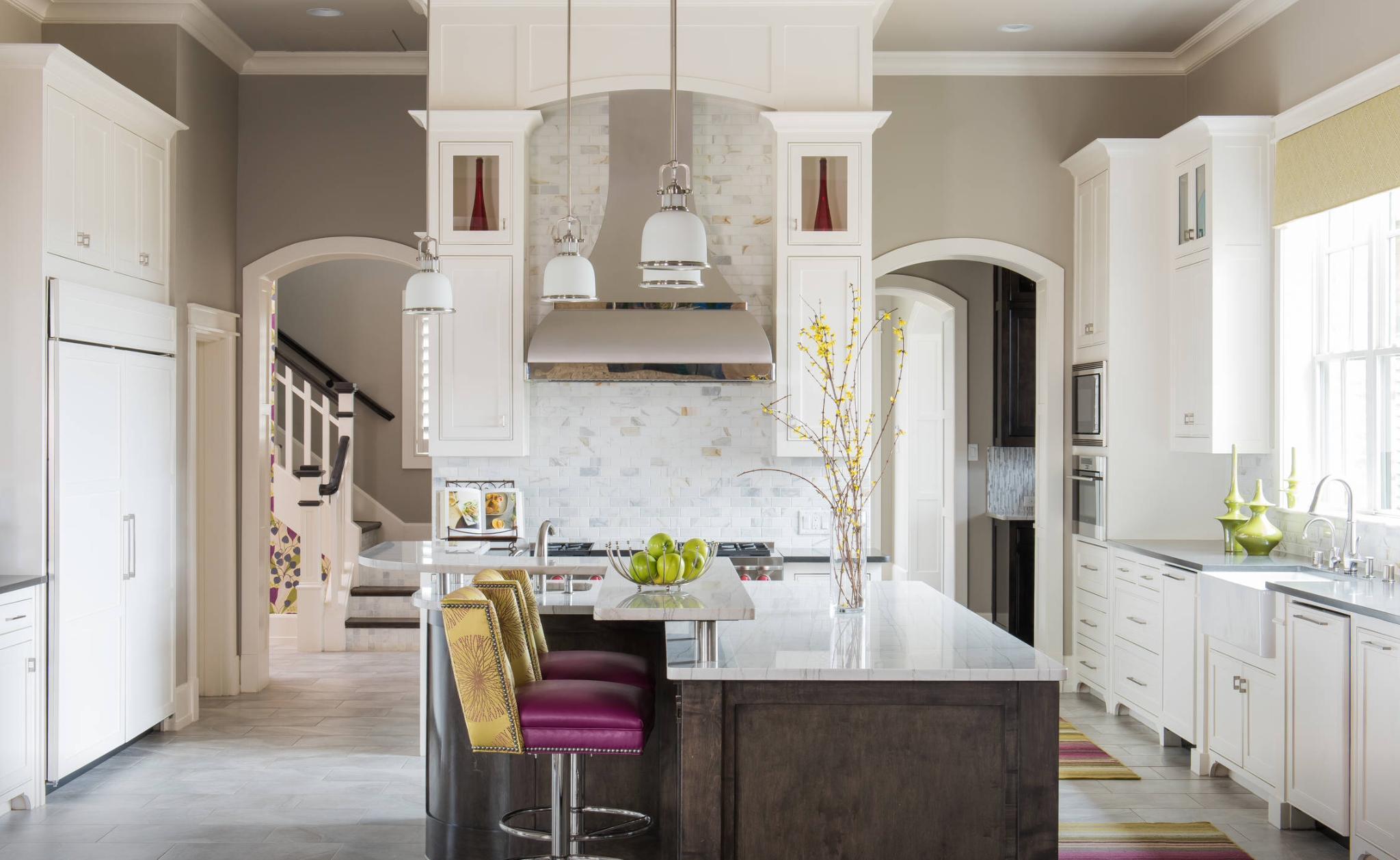 Несколько узких арок из кухни