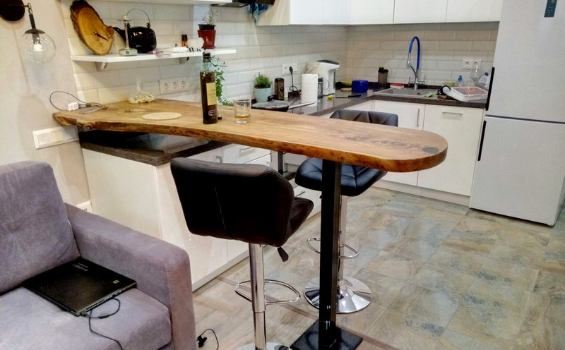 Приставная стойка на кухне