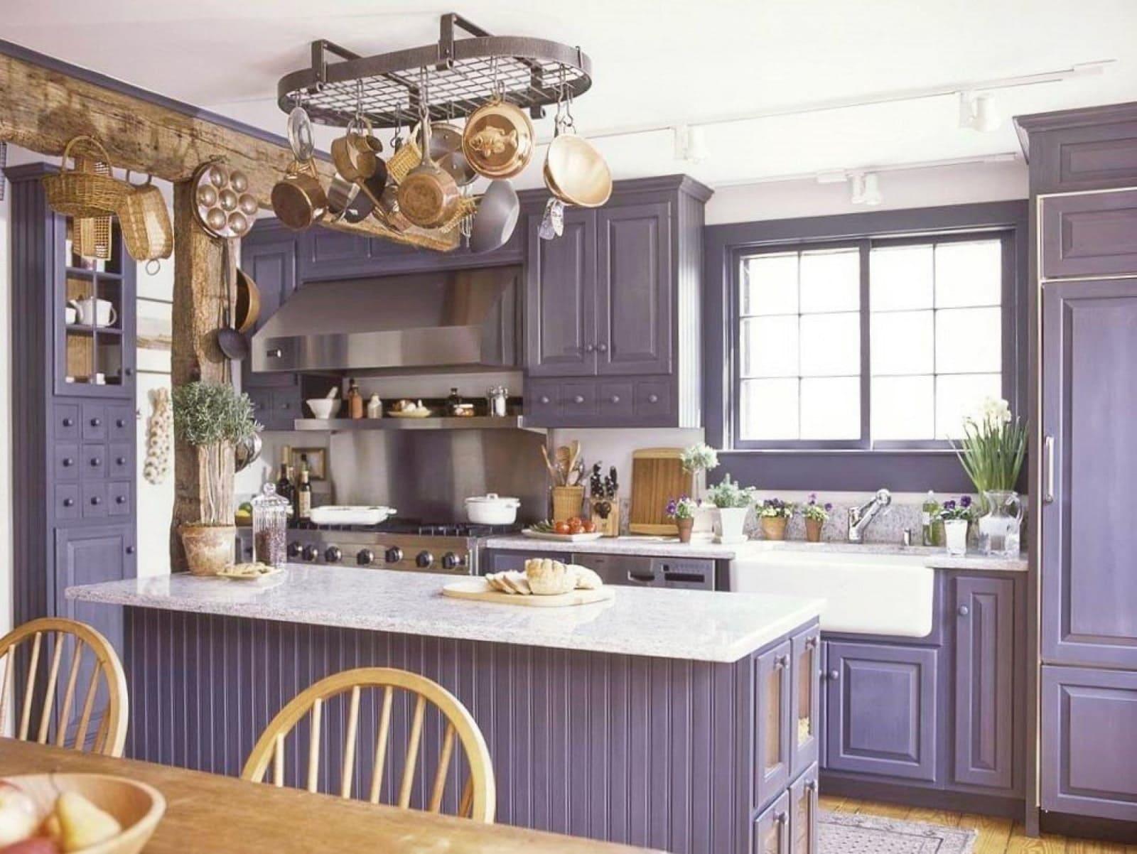 В провансе могут быть лавандовые оттенки (стили кухни в интерьере)