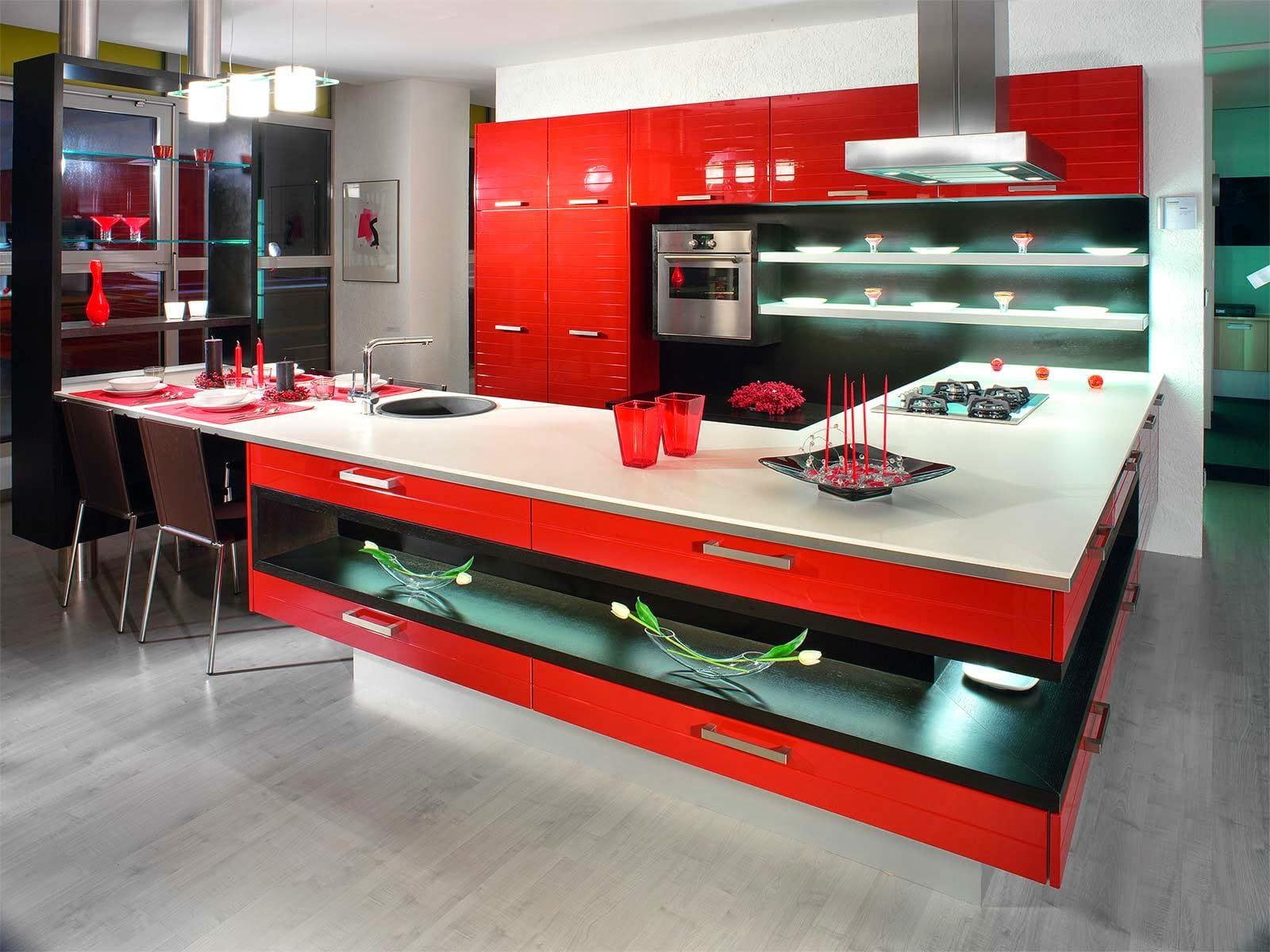 Стили кухни в интерьере: в хай-теке используются яркие акценты