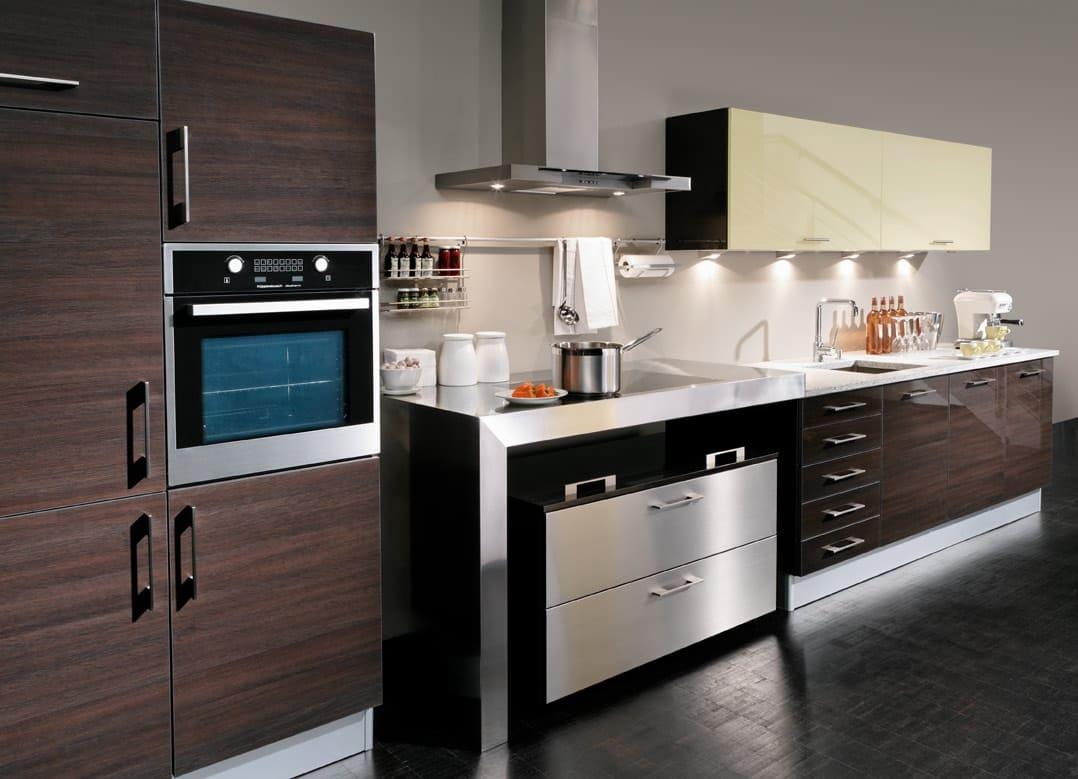 В модерне используют качественную технику (стили кухни в интерьере)