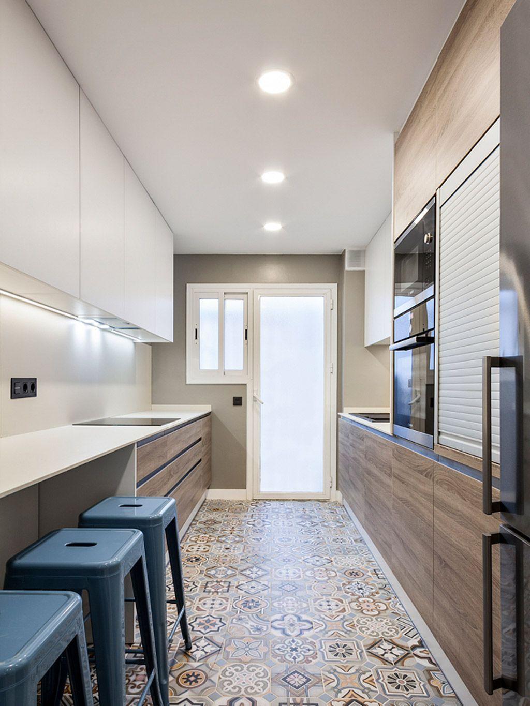 Плитка на полу в узкой кухне