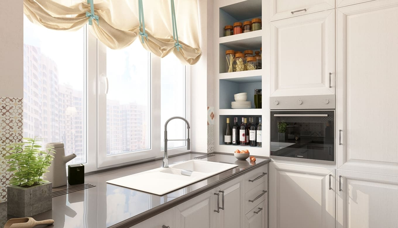 Раковина у окна на узкой кухне