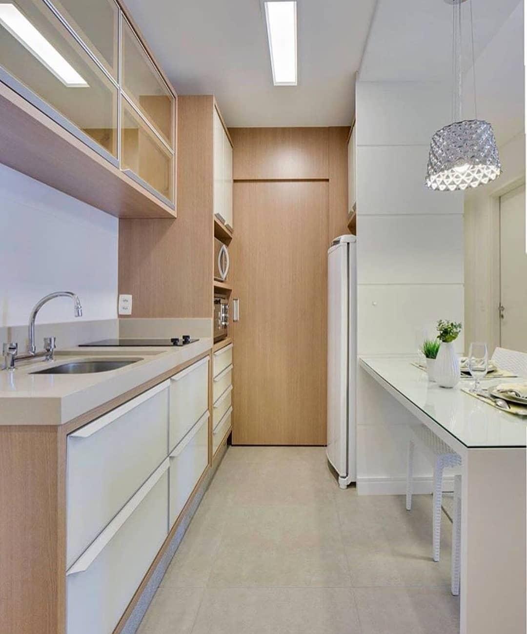 Лампа над рабочей зоной на кухне