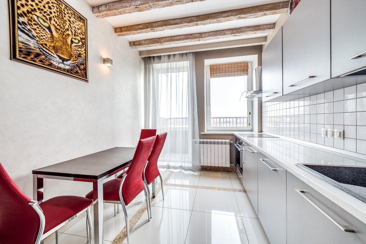 Балкон на узкой кухне