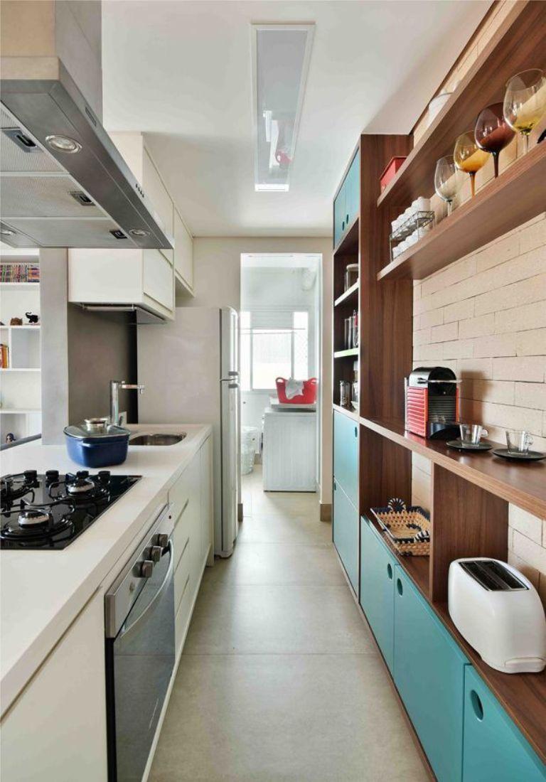 Очень маленькая узкая кухня
