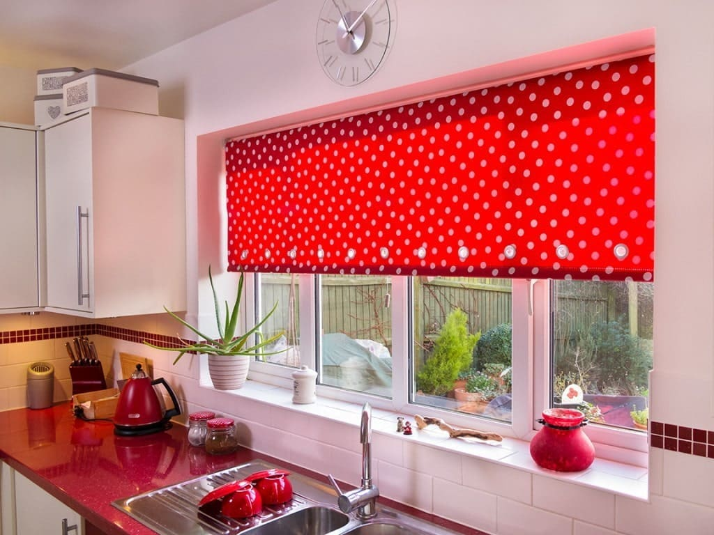 Рулонные кухонные шторы