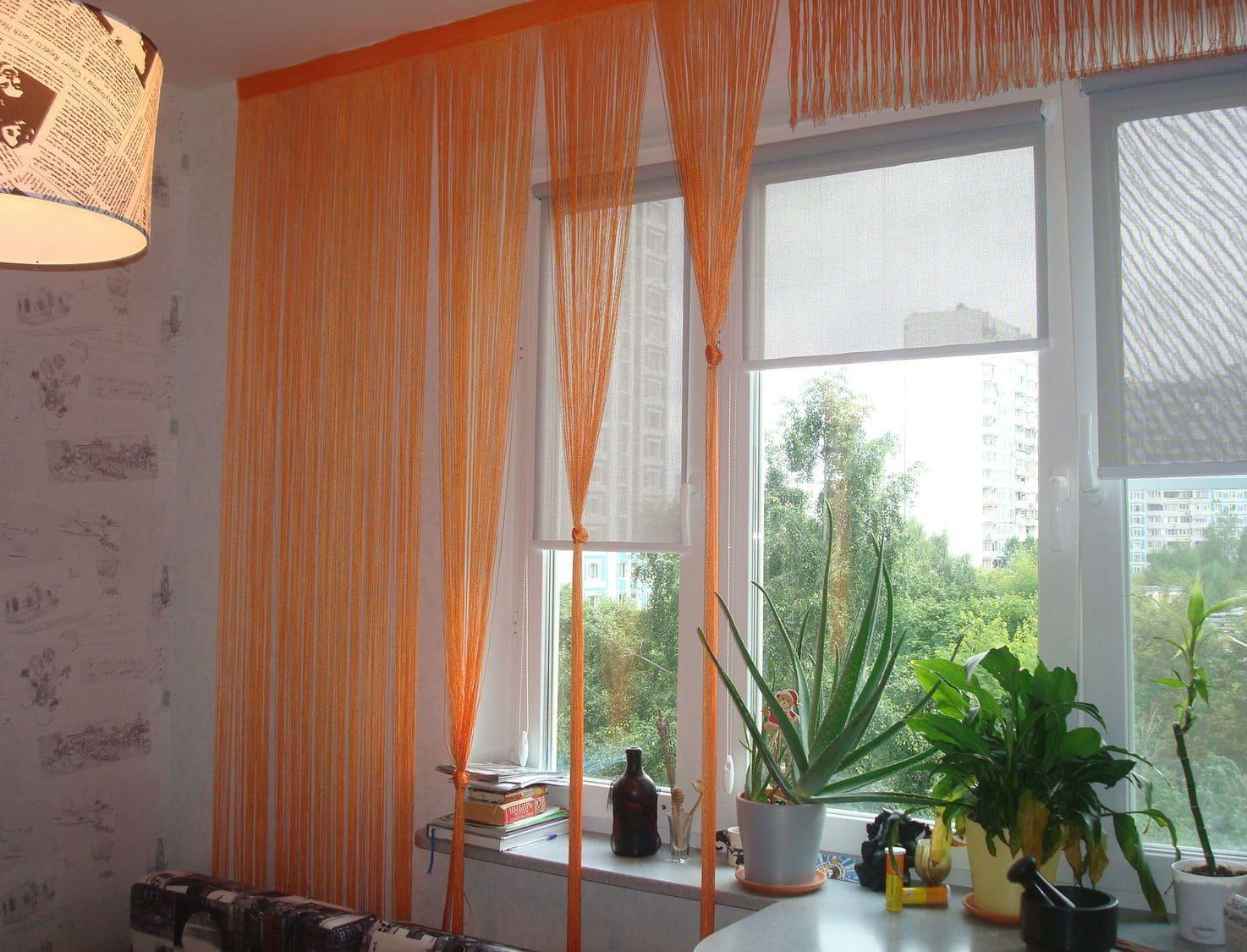 Оранжевые шторы для кухни