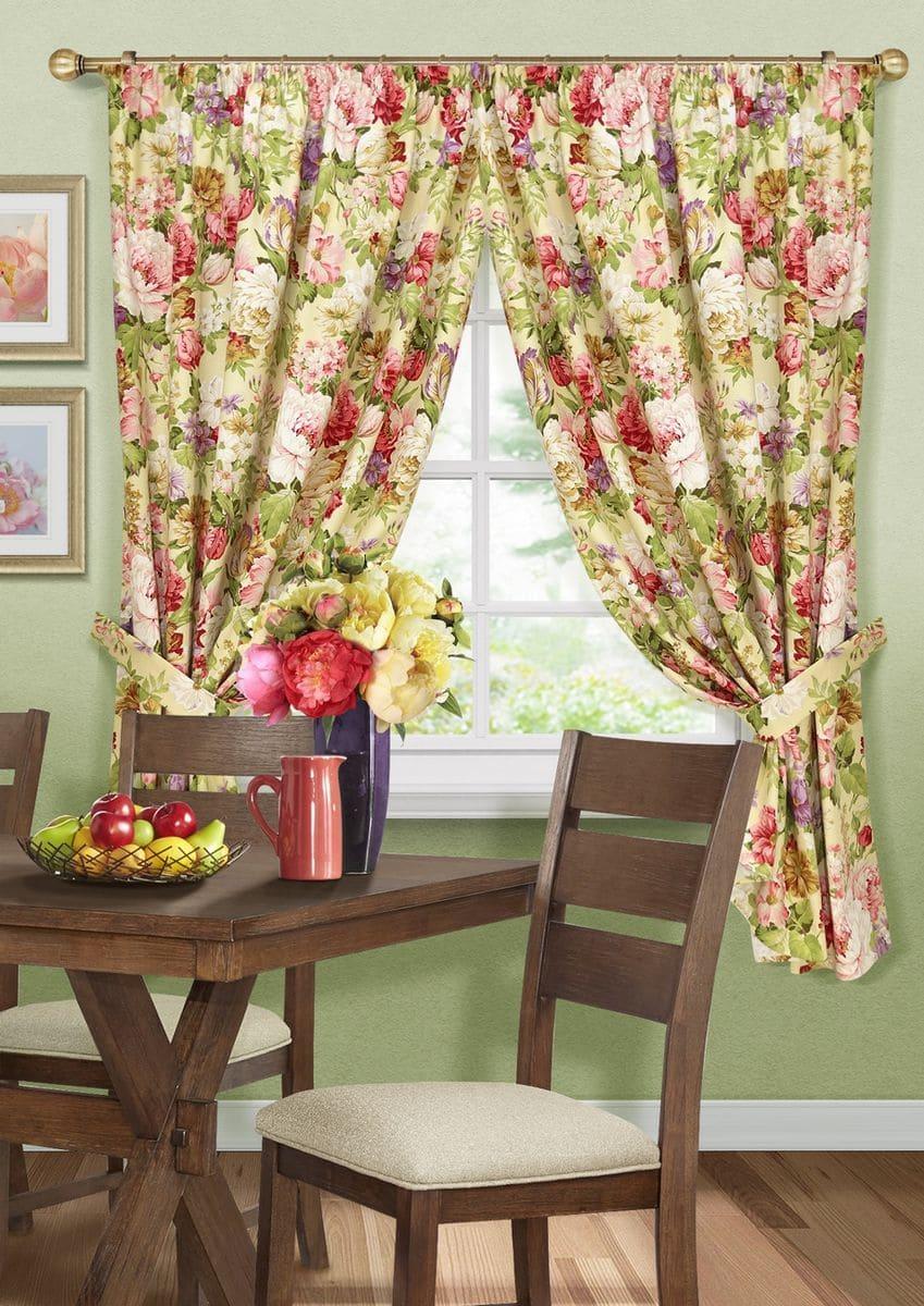 Цветочный принт на кухонных шторах