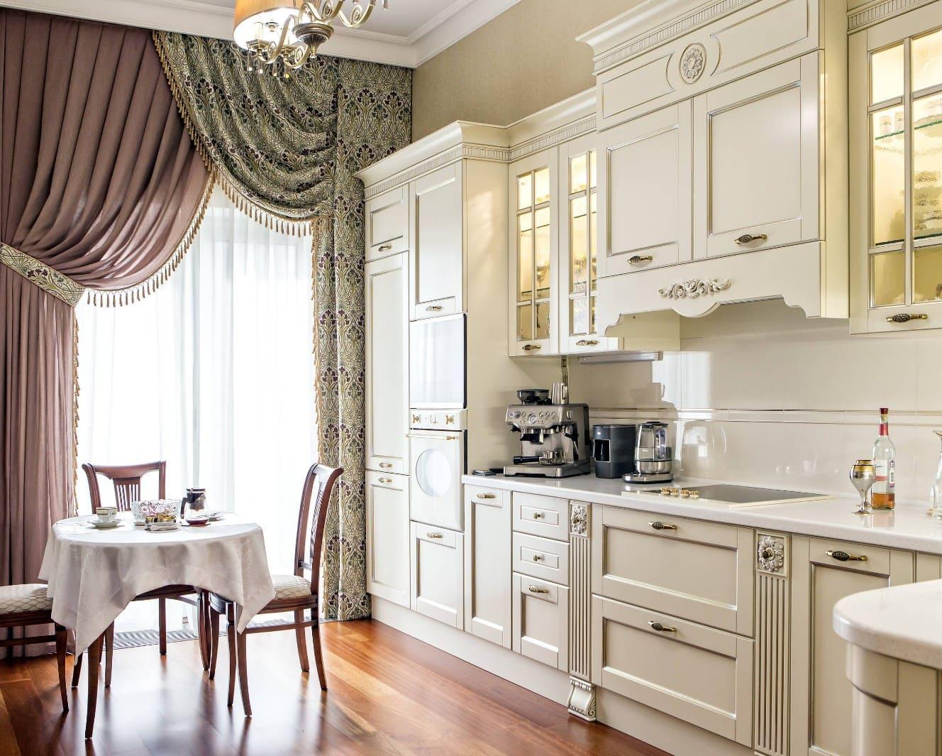 Гардины в классической кухне