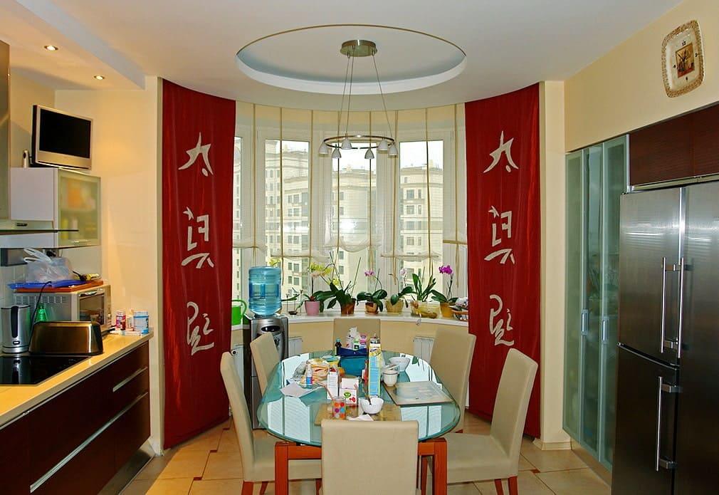 длинные шторы для кухни в восточном стиле