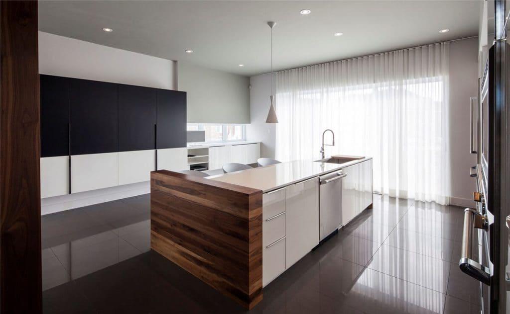 Легкие шторы в стиле кухни минимализм