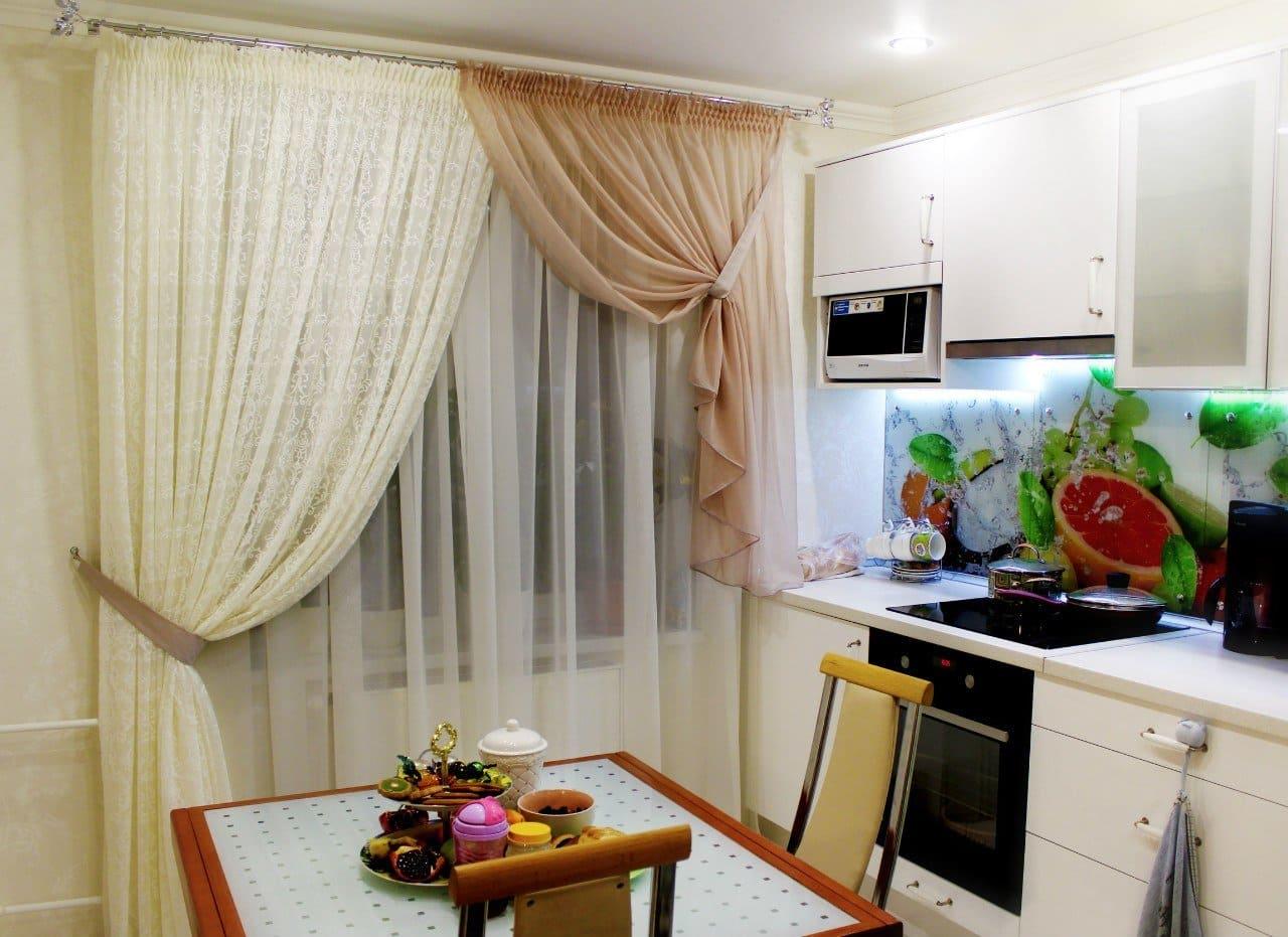 Тюль со шторой двух цветов для кухни
