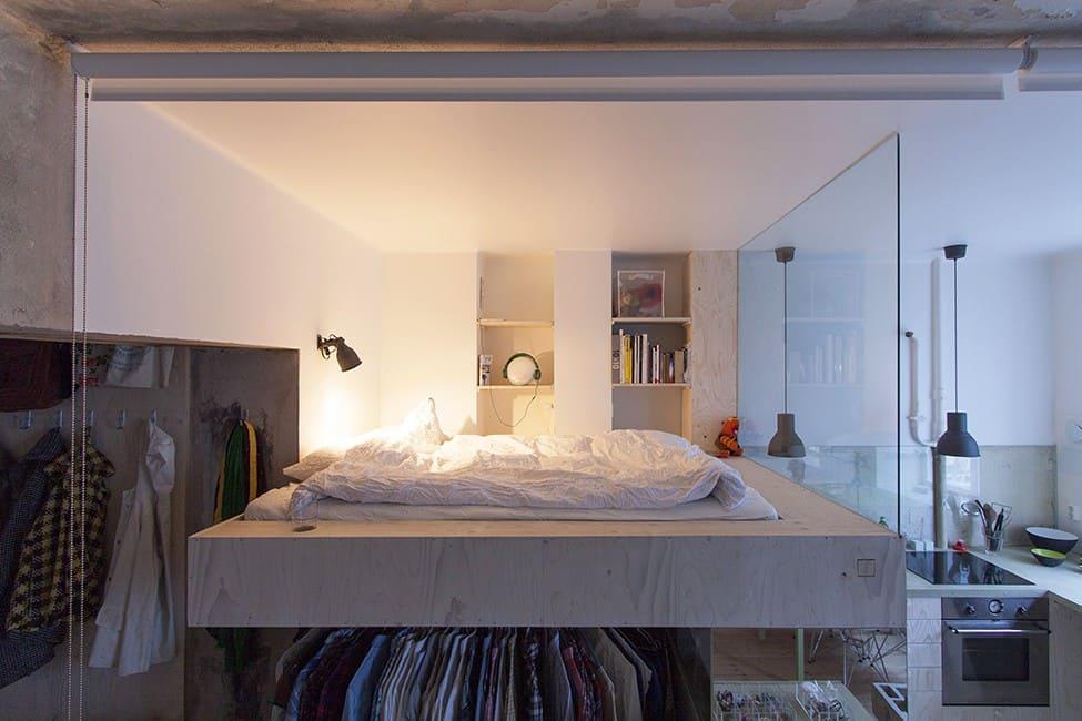 небольшая кухня совмещенная со спальней