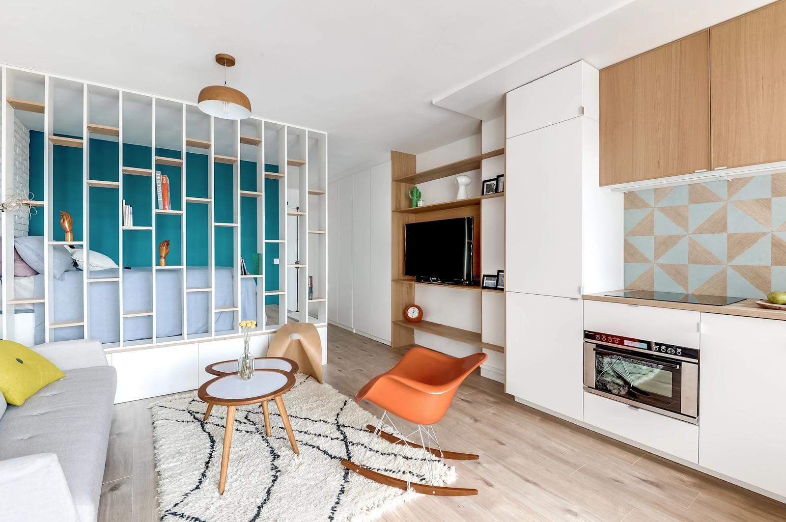 прозрачная перегородка в кухне-спальне