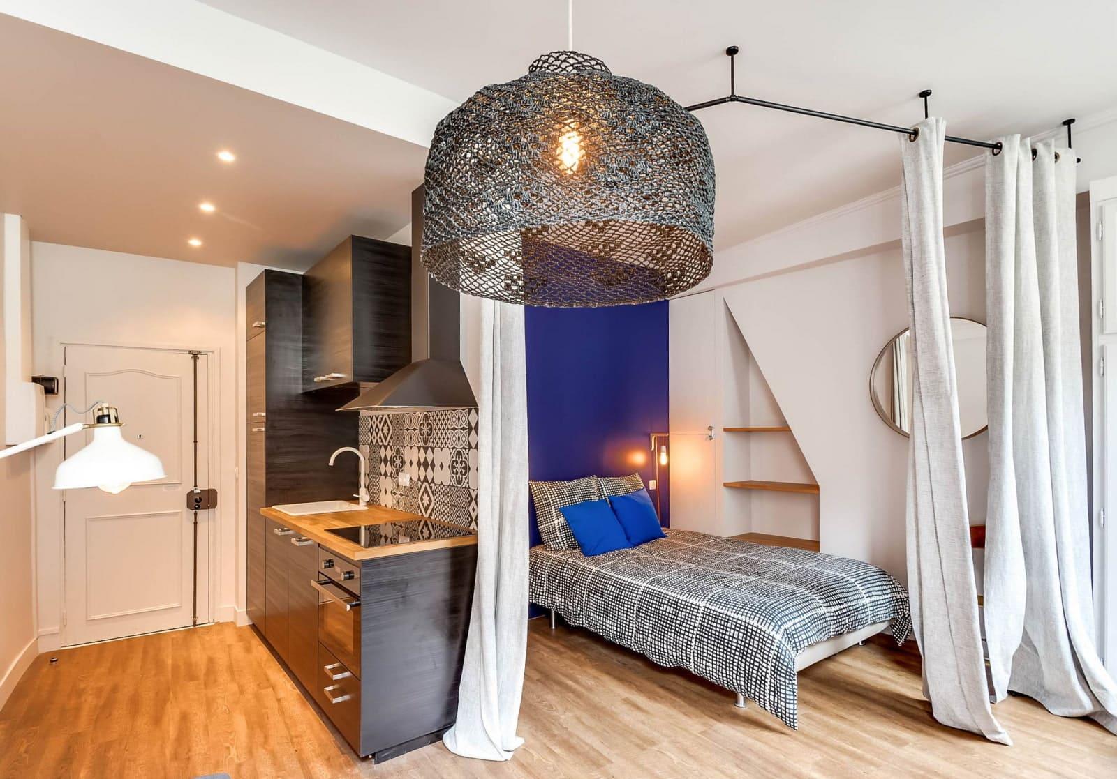 отделение кровати шторой