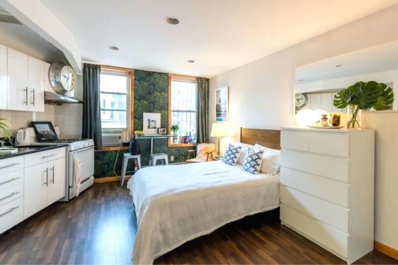 полноценная кровать в кухне со спальней