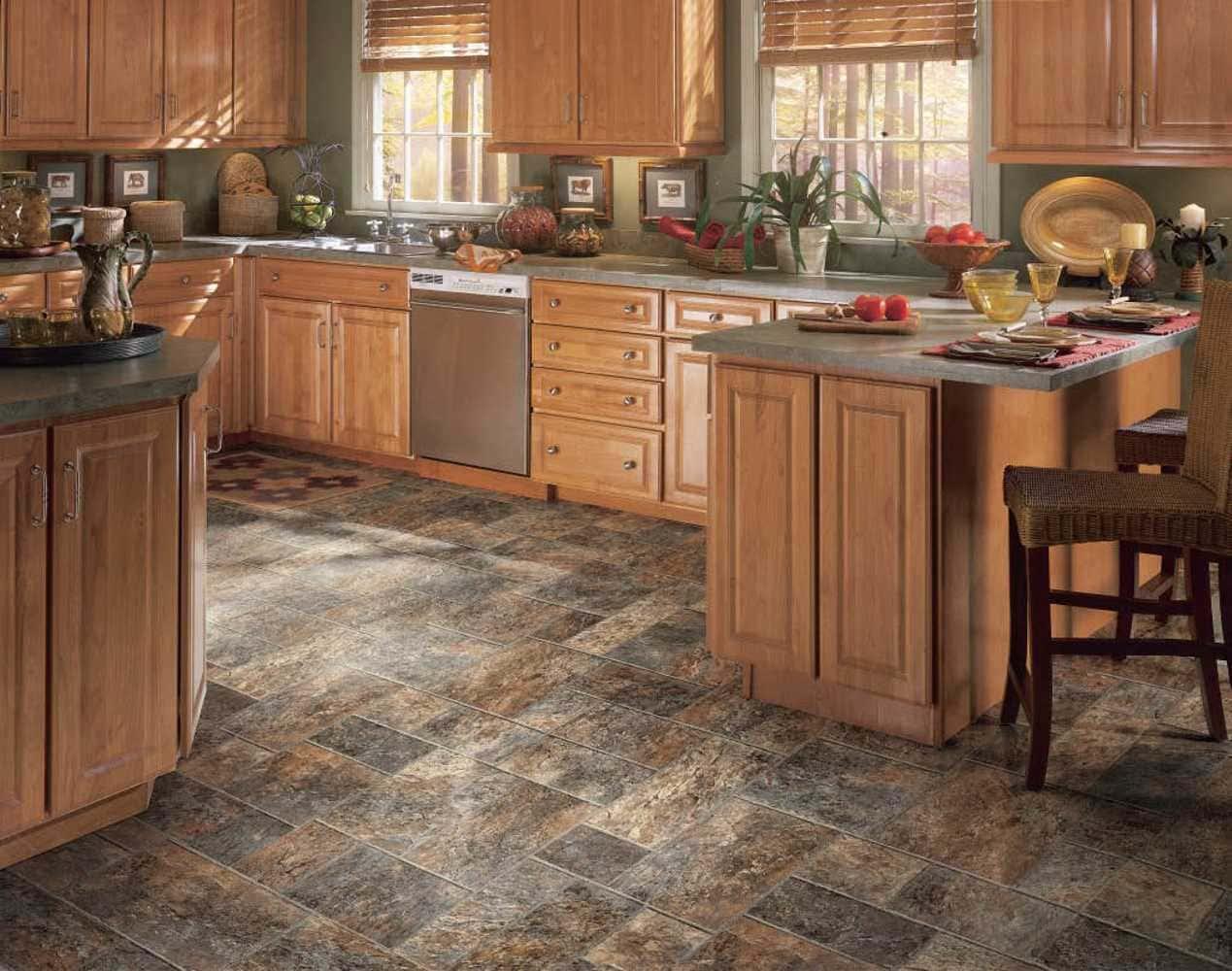 текстурный линолеум на полу кухни