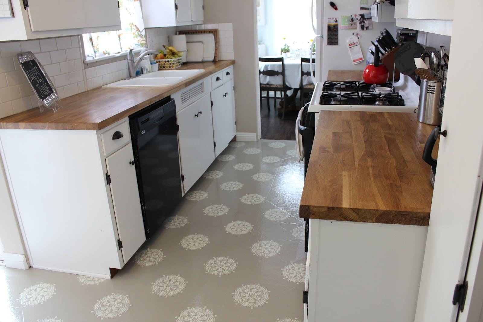 красивый линолеум на полу кухни