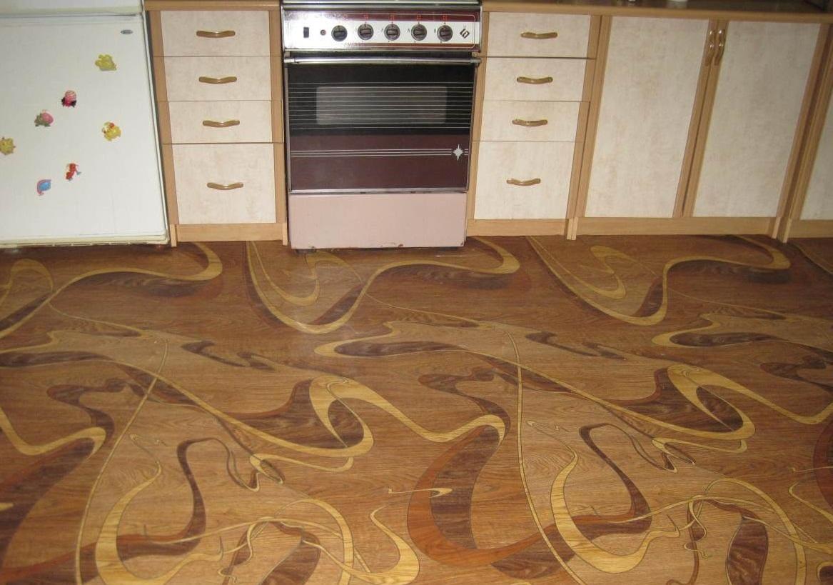 недорогой линолеум на кухонном полу