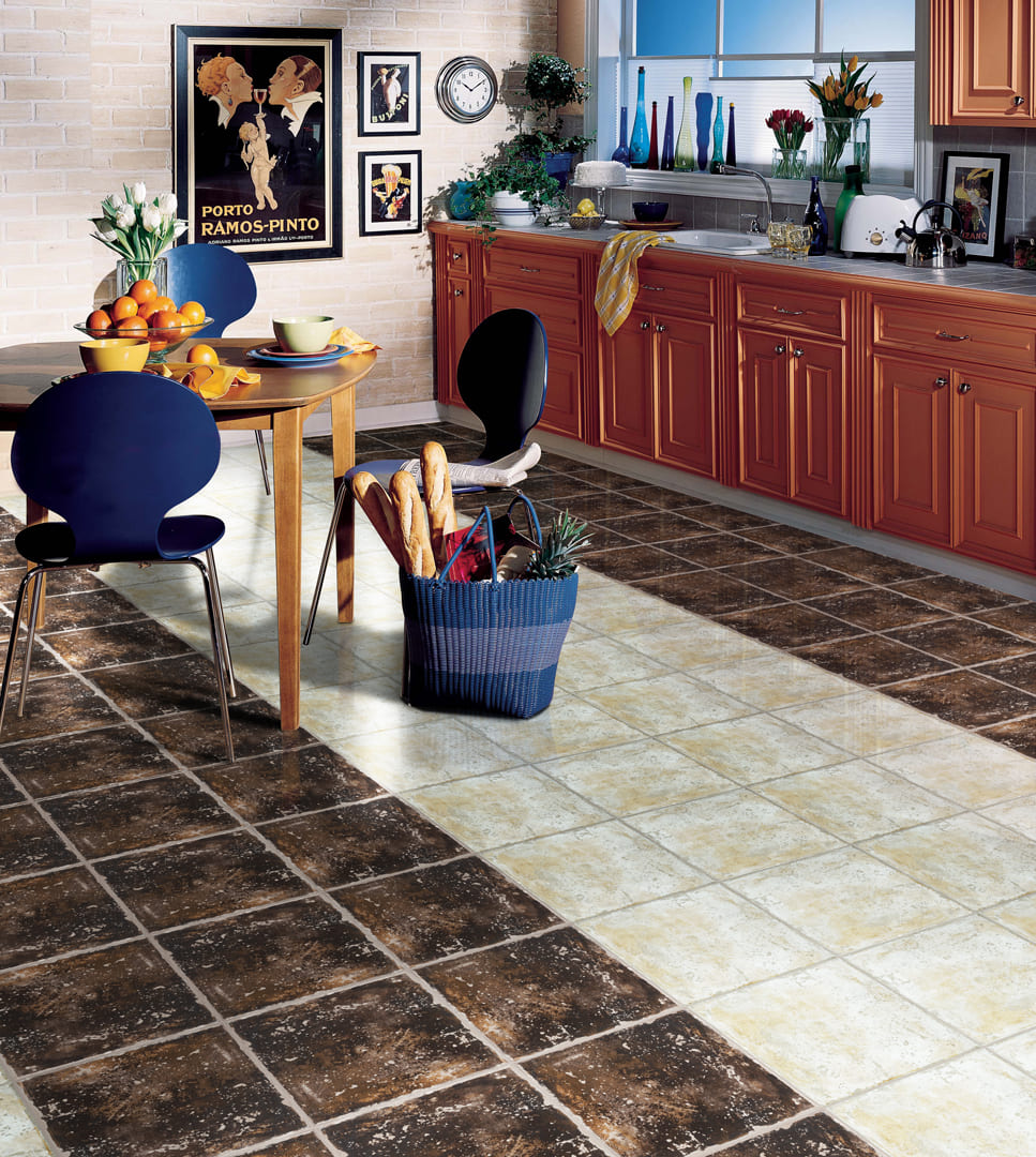 двухцветный пол на кухне