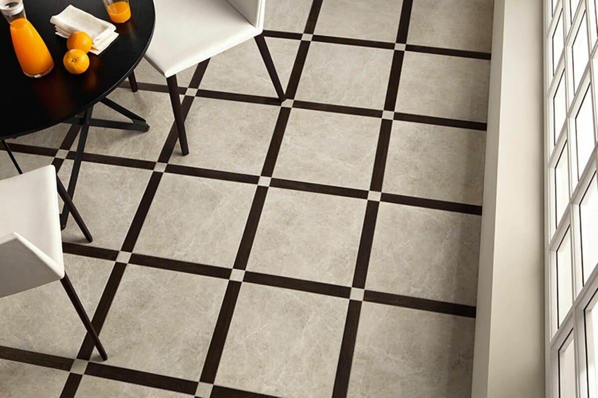 серая плитка на полу в кухне