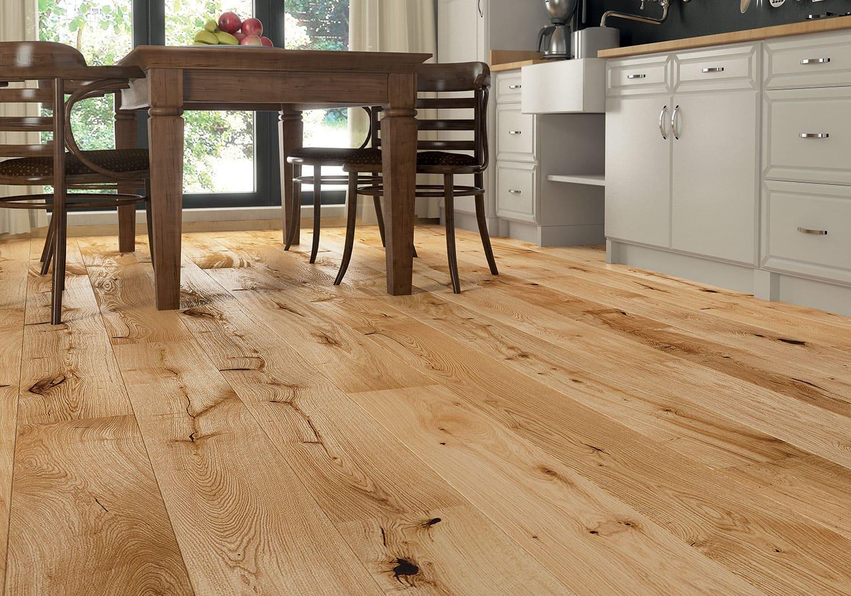 пол из массива дерева на кухне