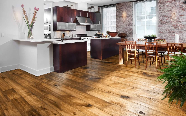 пол из дерева на кухне