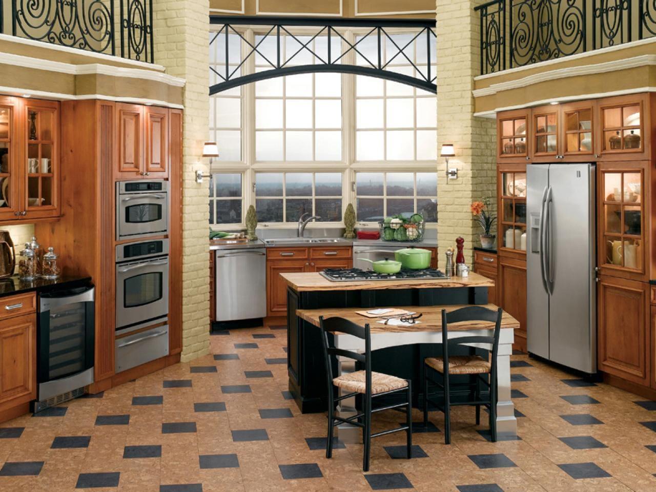 пробка и плитка на кухонном полу
