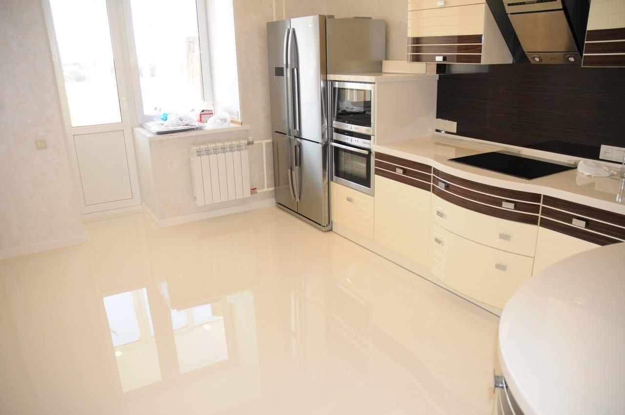 глянцевый полимерный кухонный пол