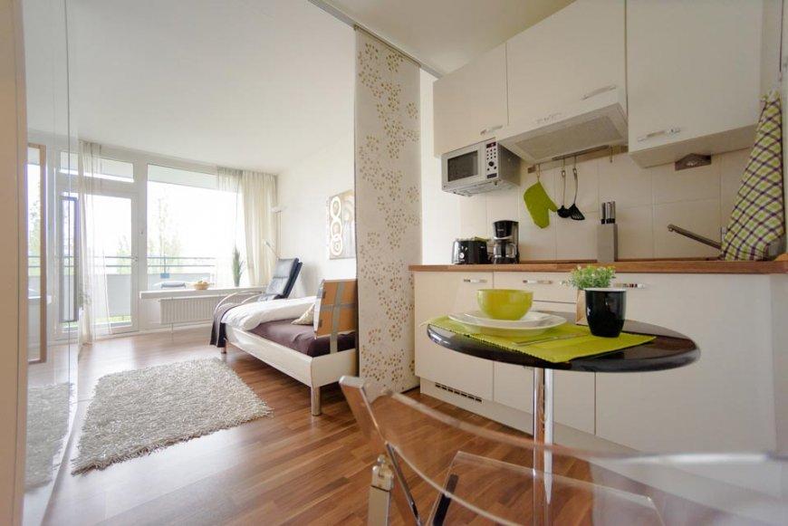рулонный шторы для зонирования кухни-гостиной