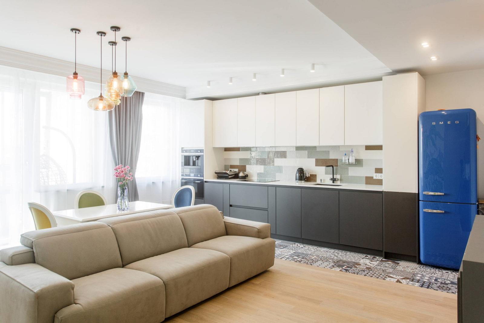 квадратная кухня-гостиная 25 метров
