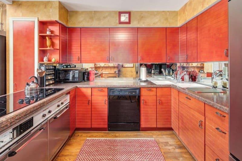 интересный дизайн оранжевой кухни