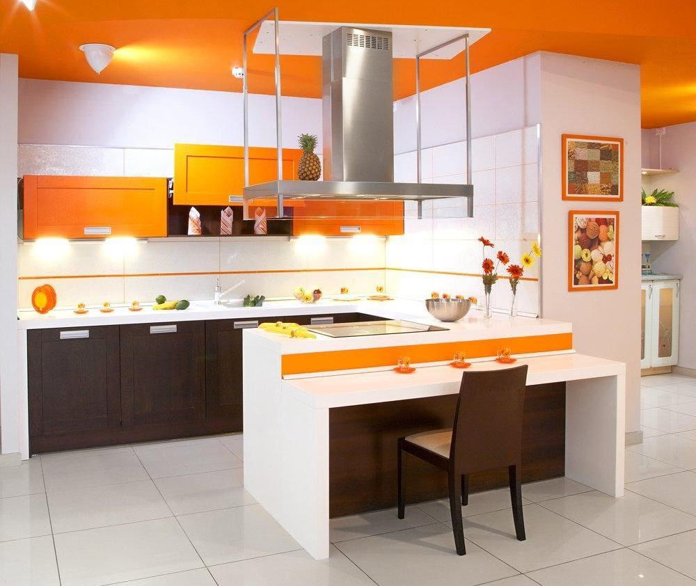 оранжевая с белым кухня