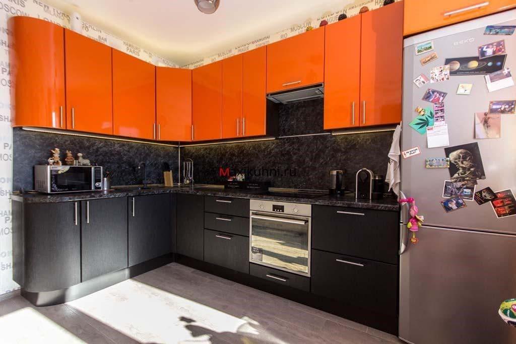 стильная оранжево-черная кухня
