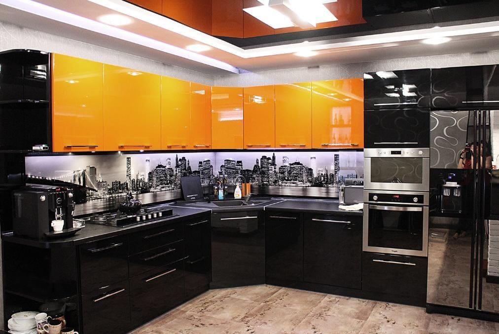 дорогая оранжево-черная кухня
