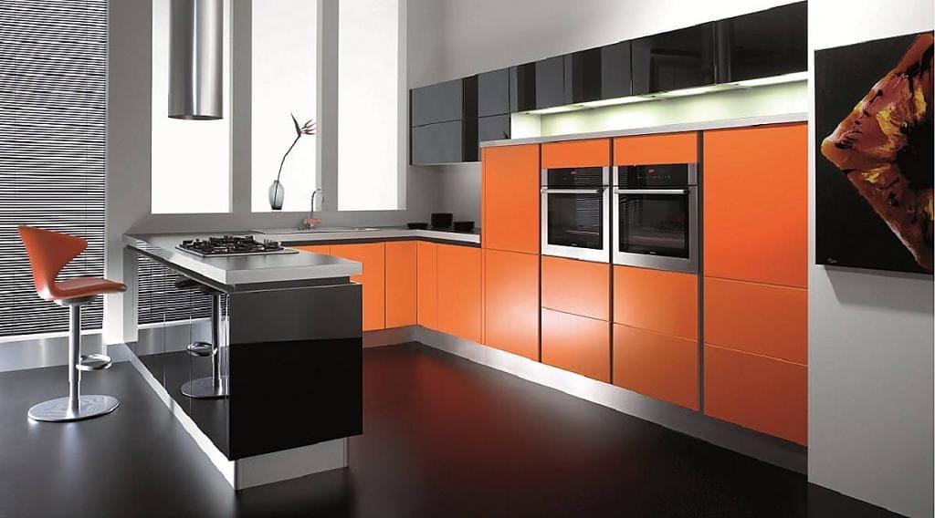 наливной пол на оранжевой кухне