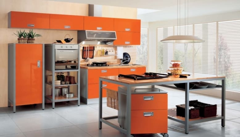 стильная оранжевая кухня в интерьере