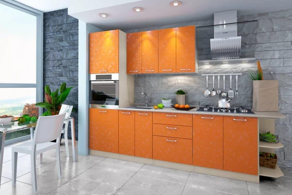 оранжевый интерьер кухни с серыми стенами