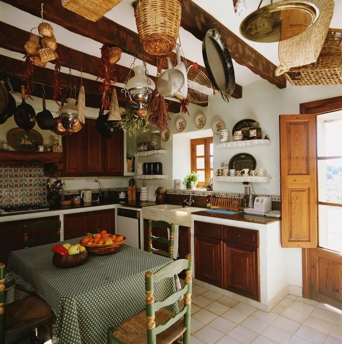 небольшая дачная кухня в стиле кантри
