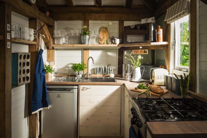 маленькая дачная кухня