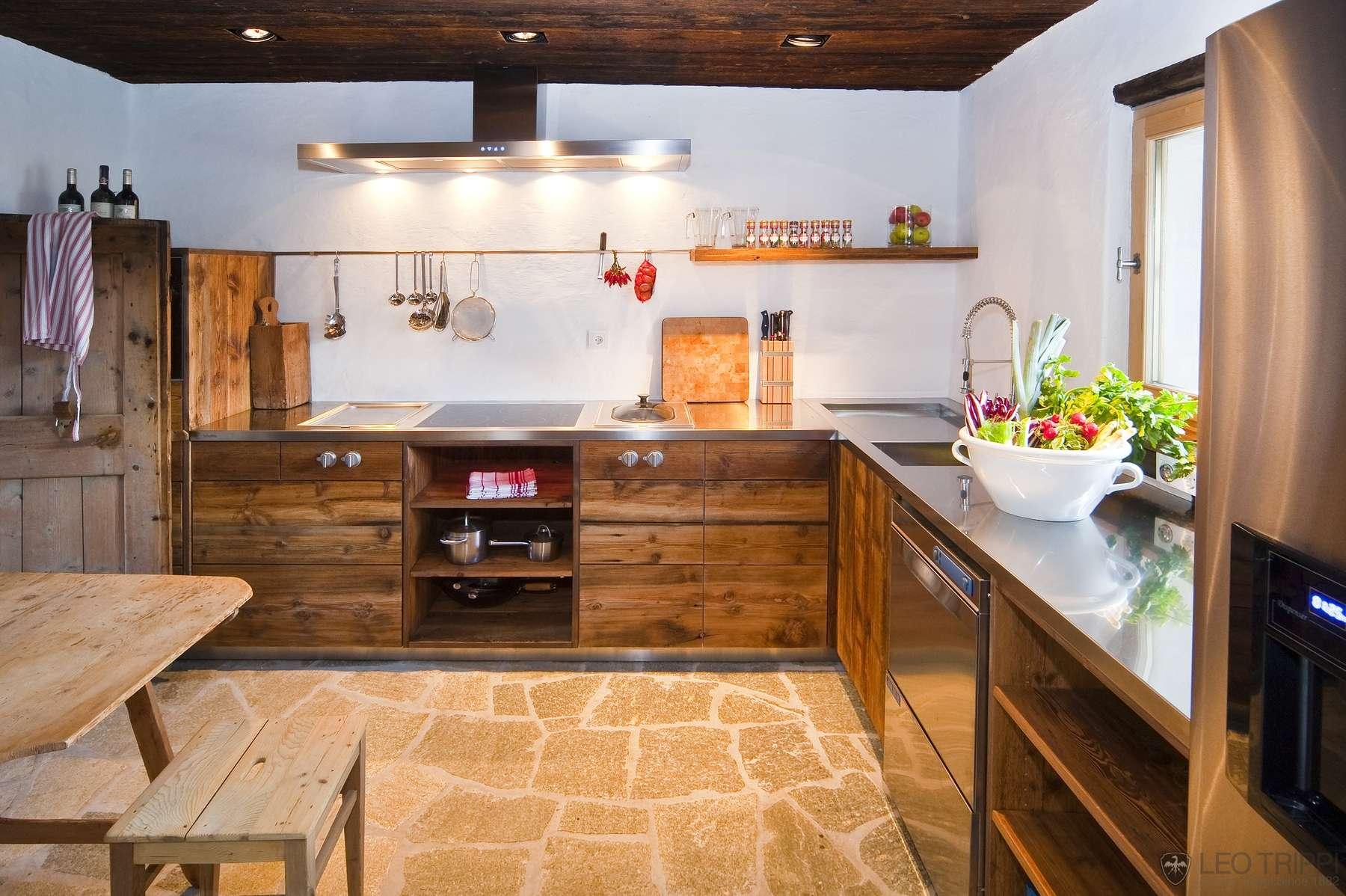 натуральные материалы в дизайне дачной кухни