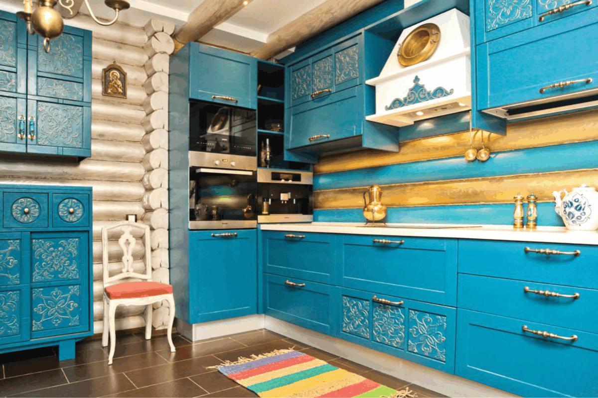 этнический стиль кухни в деревянном доме