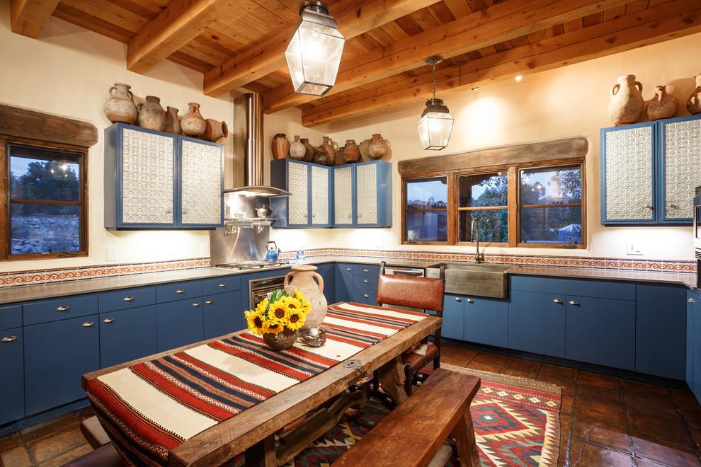 испанский стиль кухни в деревянном доме