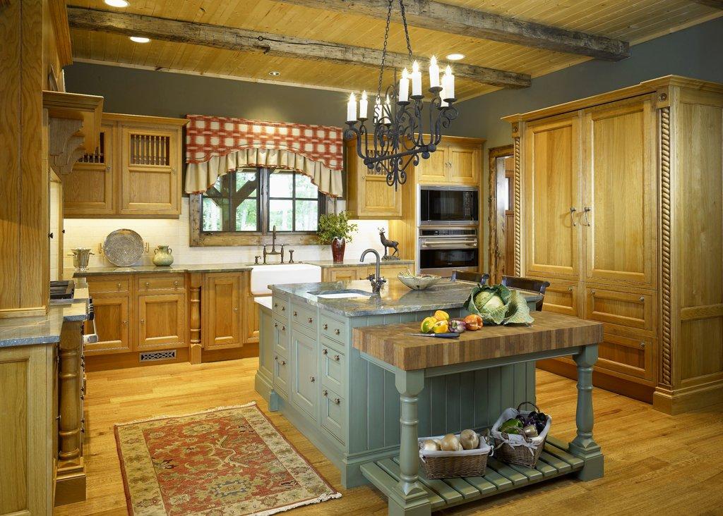 дизайн кухни в деревянном доме в стиле кантри