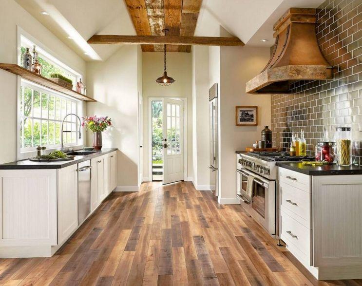 паркет на кухне в деревянном доме