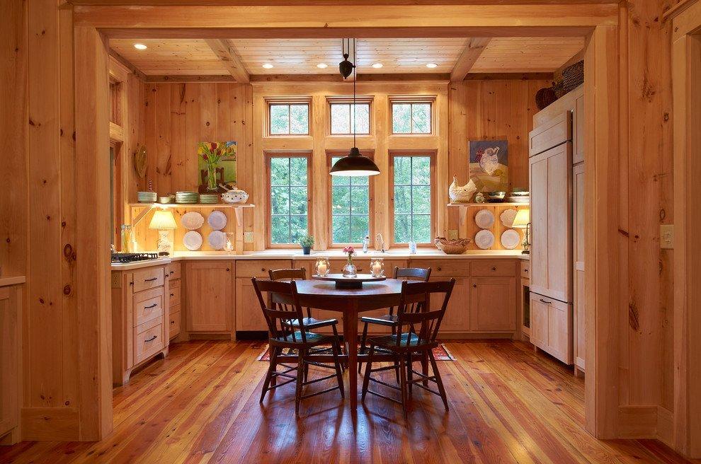 вагонка на стенах кухни в деревянном доме