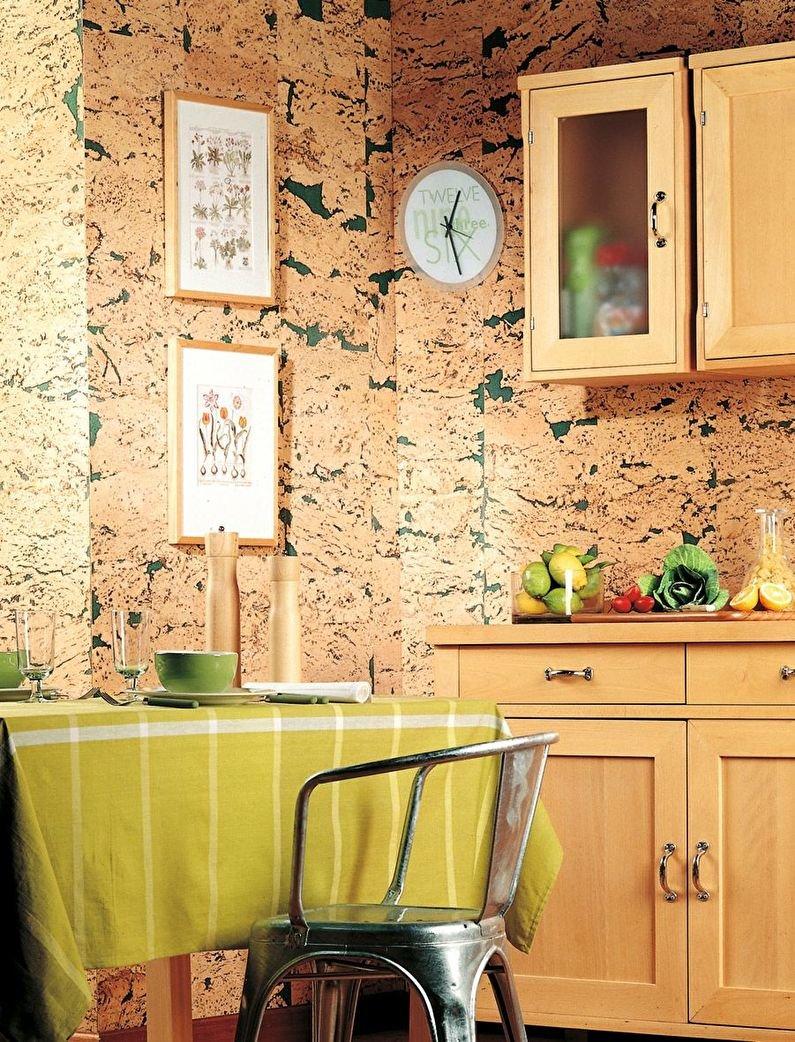 пробковые стены в кухне в деревянном доме