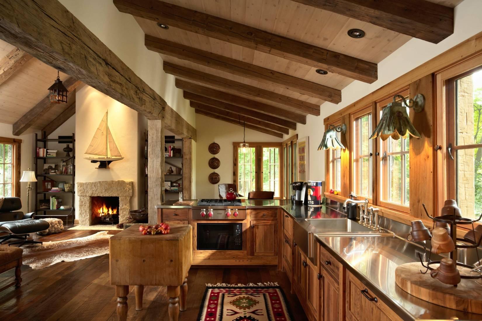 балки потолка на кухне в деревянном доме