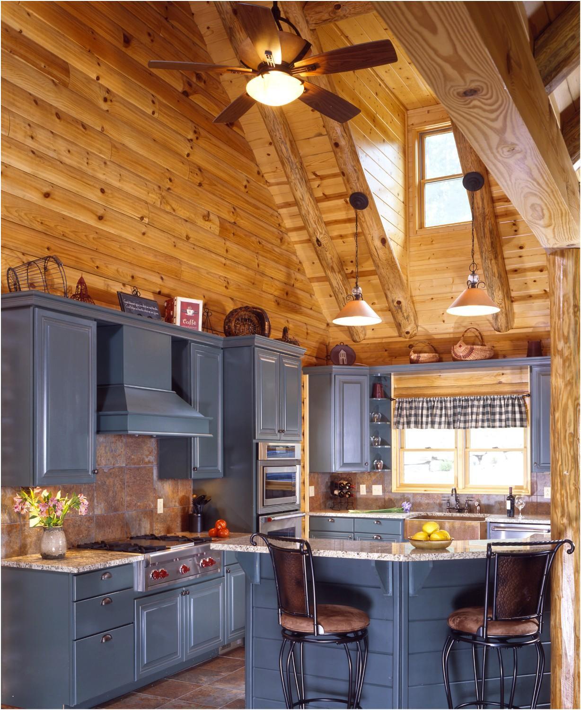 синяя кухня в деревянном доме